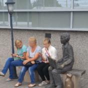 """Композиция """"мальчик с ноутбуком"""" у центрального офиса """"Ростелекома"""" в Калининграде"""