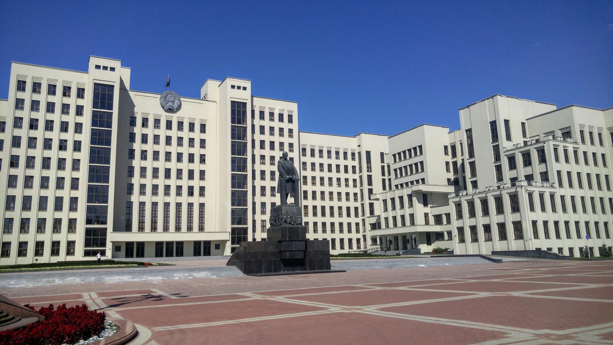 Дом Правительства и Ленин на трибуне