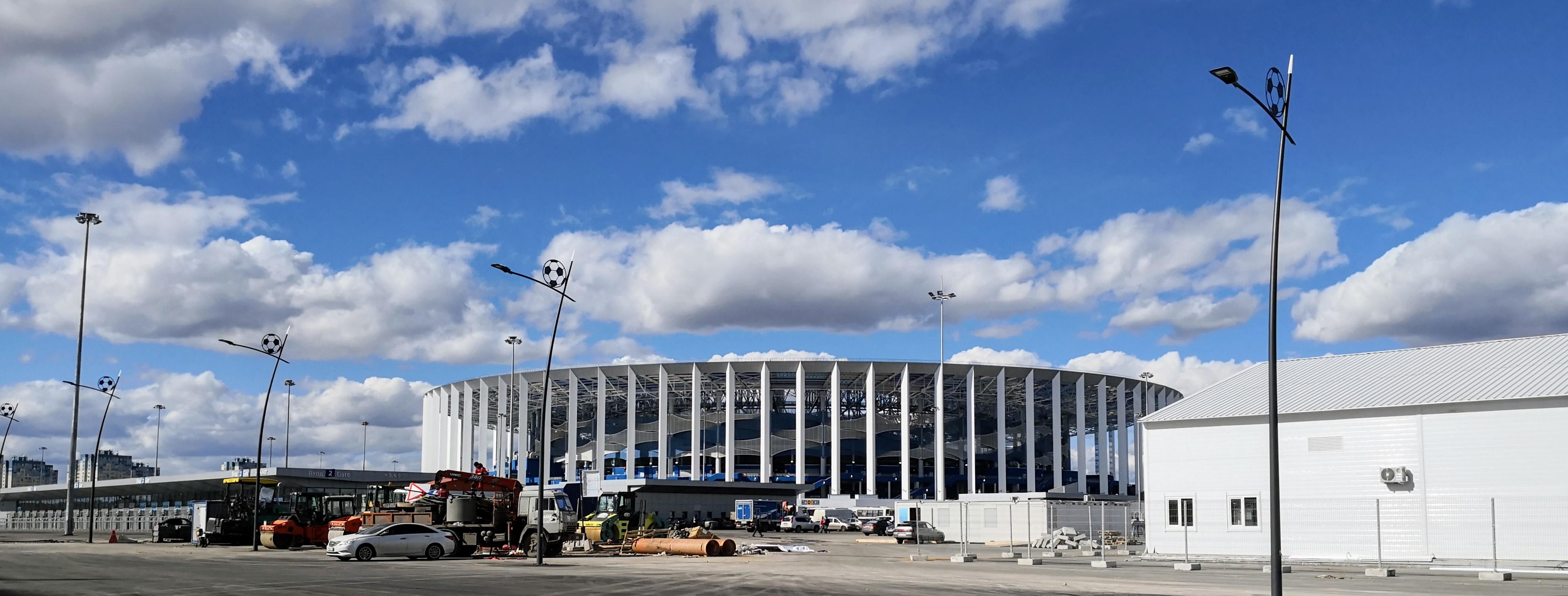 Стадион со стороны пешеходного моста