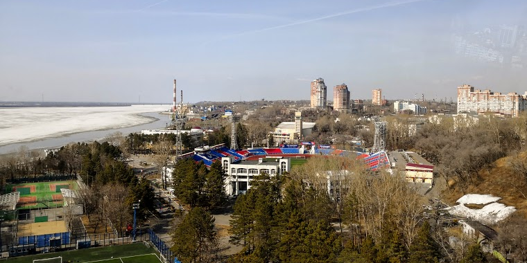 Стадион в Хабаровске на берегу Амура